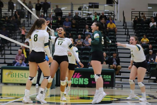 Yellow Jackets sweep Hardrockers in Tuesday night volleyball