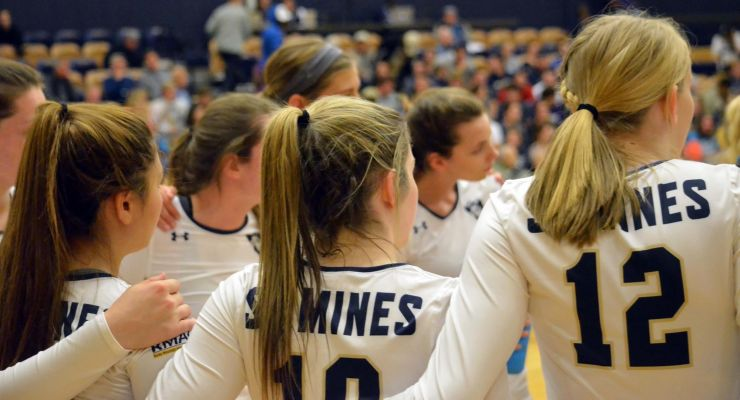 School of Mines teammates confer Saturday